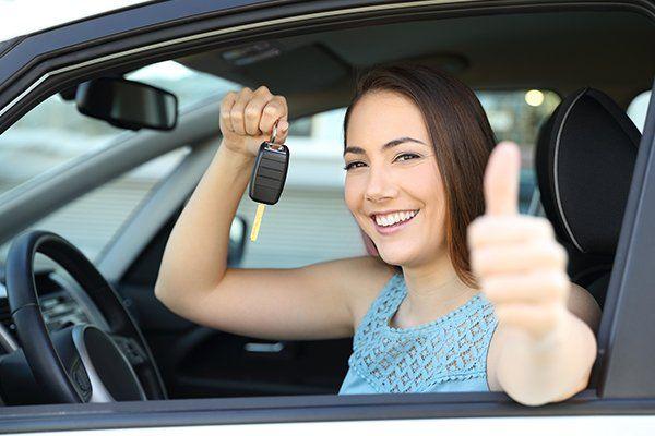 快乐的车主与钥匙和大拇指-芝加哥,伊利诺伊州保险中心公司