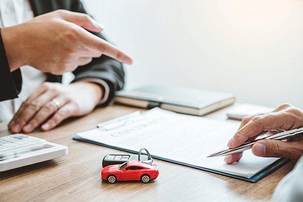 销售代理协议交易成功汽车贷款合同-芝加哥, 伊利诺斯保险中心公司