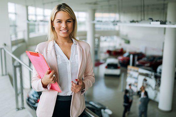 专业销售人员在汽车经销商-芝加哥,伊利诺斯州保险中心公司