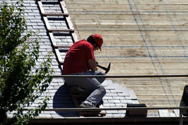 Home roof repair work in Lincoln, NE