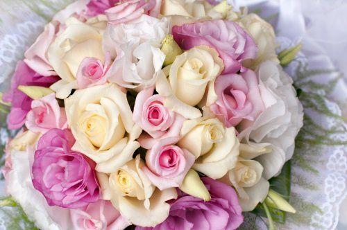 Mazzo di rose gialle, bianche e rose