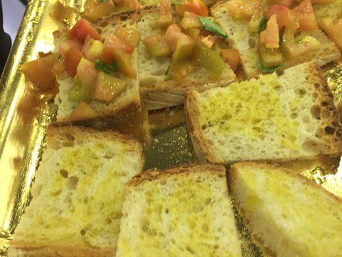 Bruschette al pomodoro e olio d'oliva d'asporto