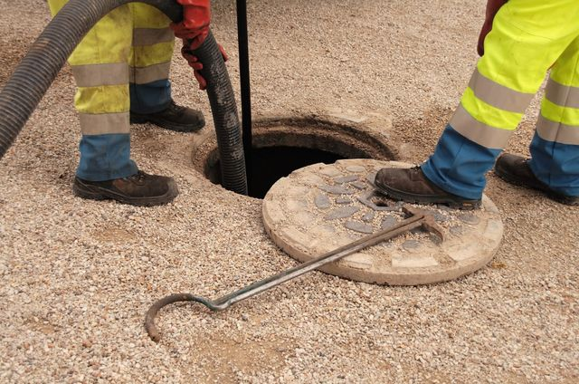 Team of plumbers providing comprehensive sewer services in Cincinnati, OH