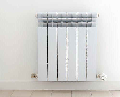 termosifone bianco a parete