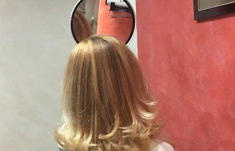 taglio capelli media lunghezza