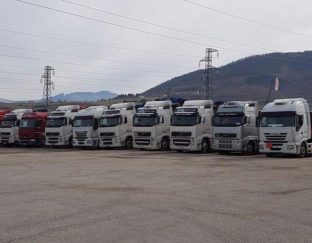 camion per trasporto merce su strada