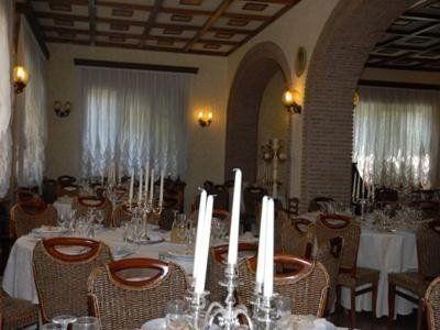 Sala ristorante con arcate