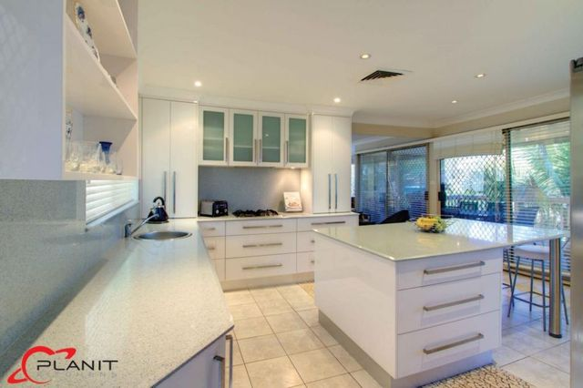 Clic Kitchen With Island And Breakfast Bar