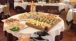buffet assortito su un tavolo