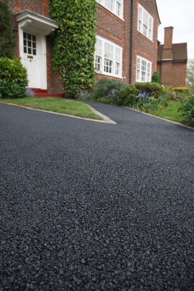 Completed asphalt driveway construction in Auckland