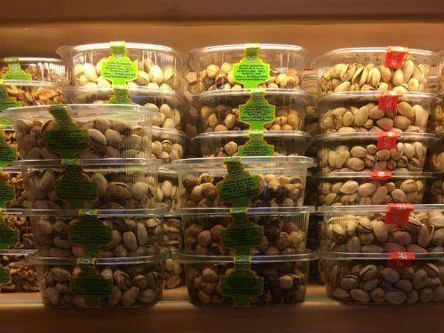 delle confezioni di pistacchi e altra frutta secca