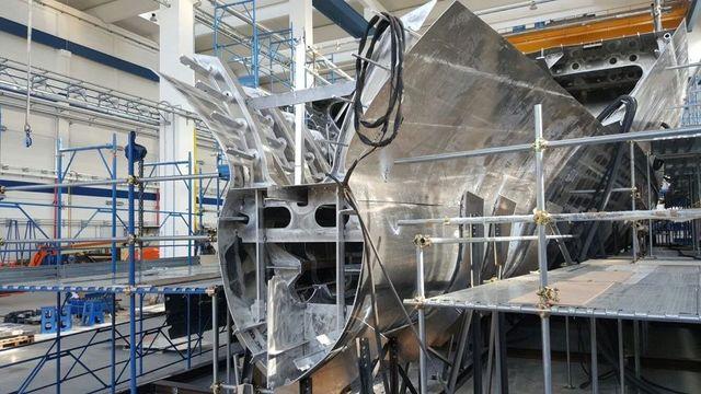 interno di una fabbrica con delle lamiere