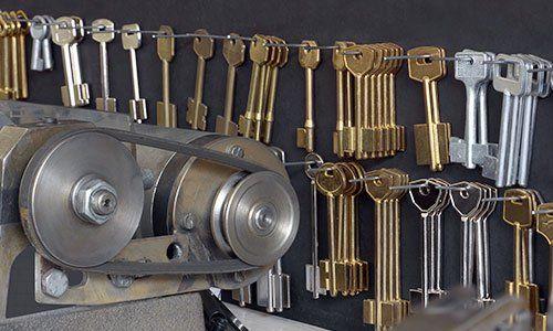 chiavi e macchinario per la duplicazione