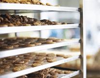 scaffale in laboratorio - produzione dolci