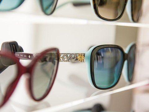 degli occhiali da donna