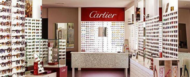 un negozio di occhiali