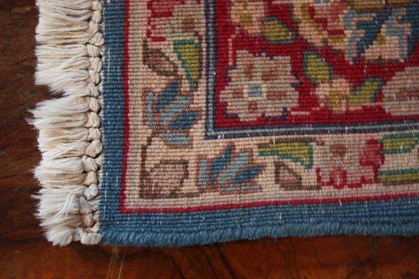 Tappeto color bordeaux e beige con la parte sopra piegata - mondo d'arte perugia