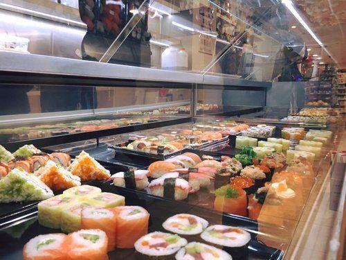 Sushi al ristorante giapponese Sushi 'N' Roll a Milano