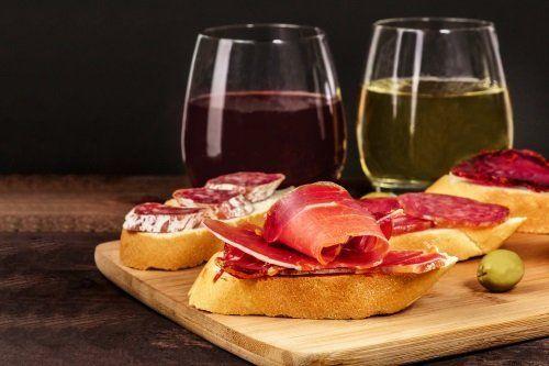vino e bruschette con salame