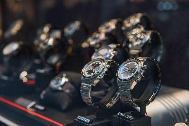 Orologi da uomo con design sportivo