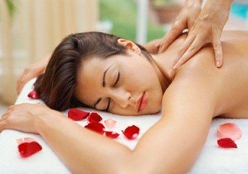 Ragazza durante un massaggio