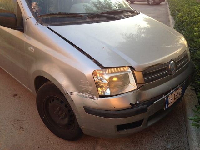 angolatura anteriore di una Fiat panda da riparare