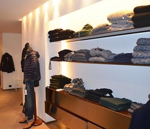 interno negozio abbigliamento