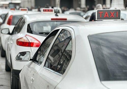 Primo piano di un taxi