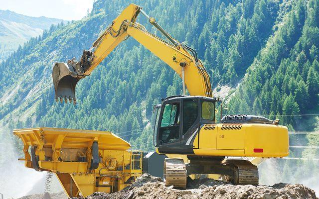 una scavatrice gialla