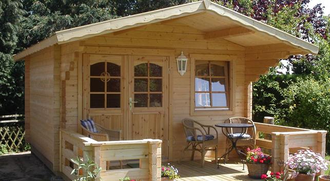 una casa con una struttura in legno