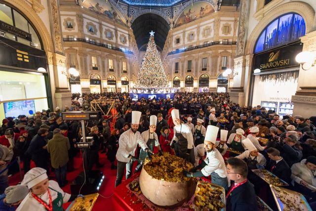 Largest panettone: The Chocolate Academy Center in Milan
