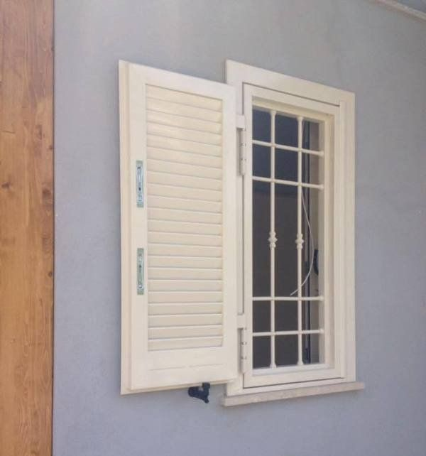 una finestra bianca