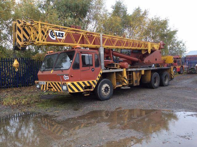 Machine removal crane