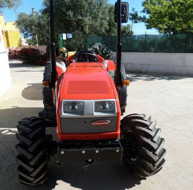 Le riparazioni trattori dell'officina meccanica Fratella a Bari