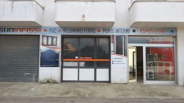 Entrata negozio SUD Infissi di Cazzella Giuseppe a Porto Cesareo