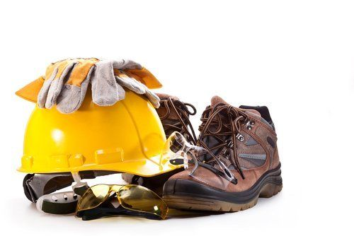 elmetto da ingegnere guanti e scarponi