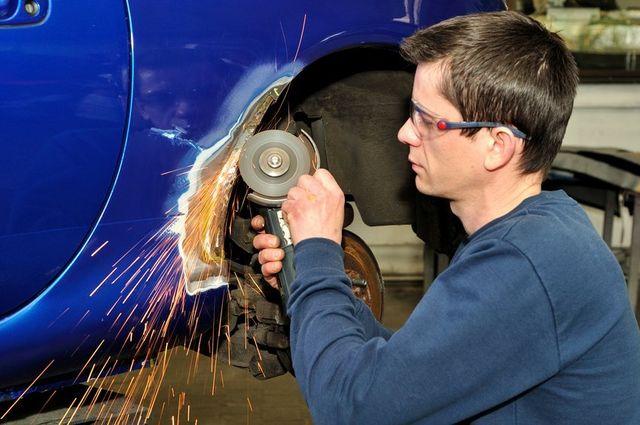 Auto Body Repair Technician at work in Buffalo, NY