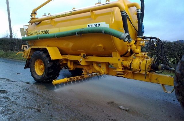 Tankers for road cleaning
