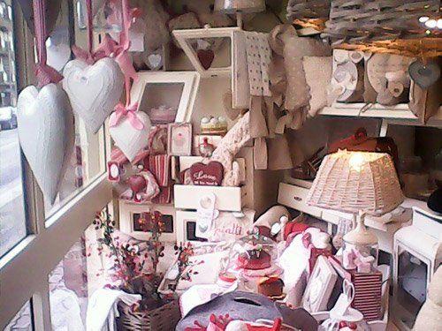 articoli tessili, cornici e oggetti da arredamento