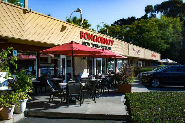 patio seating at bongiornos pizza shop