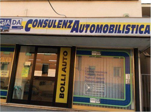 centro per consulenza automobilistica visto dall'esterno