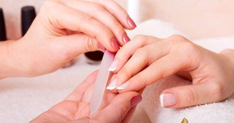 french nails manicure
