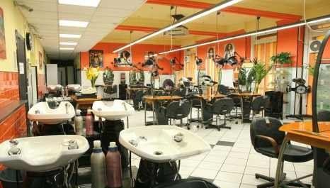 Salone parrucchiere all'interno di S.A.P.E. a Genova per corso parrucchieri