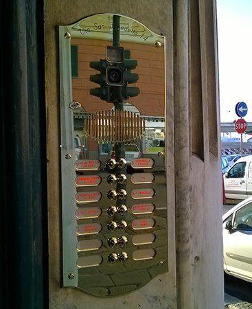 Sistema di accesso all'edificio personalizzato , comprende camara di sicurezza