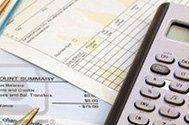 documenti fiscali e una calcolatrice