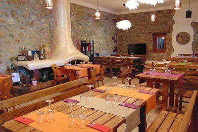 Interno del ristorante all'agriturismo Cip e Ciop in Postiglione