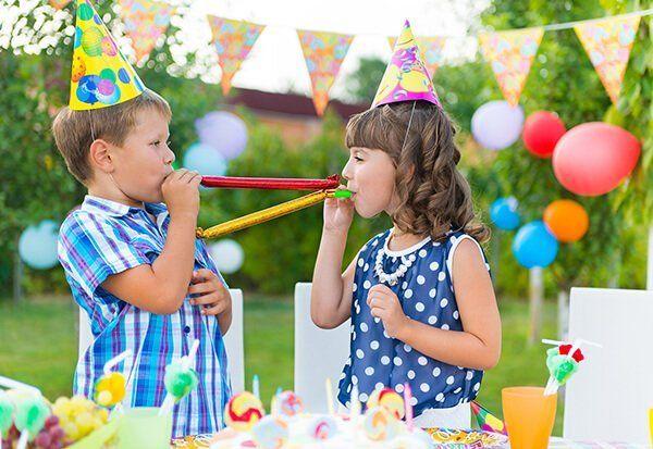 Bambini giocano all'agriturismo Cip e Ciop a Postiglione