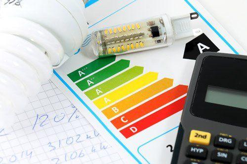 lampadina con certificazione energetica calcolatrice