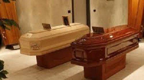 cofani funebri in esposizione