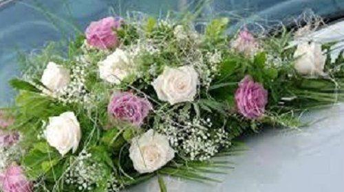 mazzo di rose rosa e bianche
